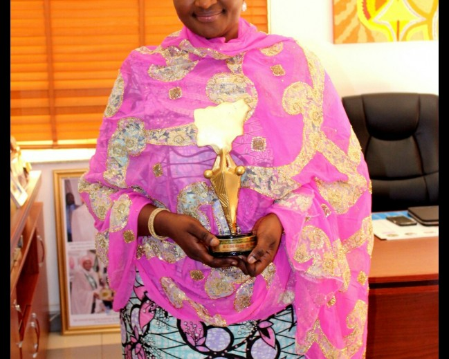 La Mode Magazine Honorary  Humanitarian  Award  To Dr. Zainab  Bagudu  Wife  Of  The  Executive  Governor  of  Kebbi  State!